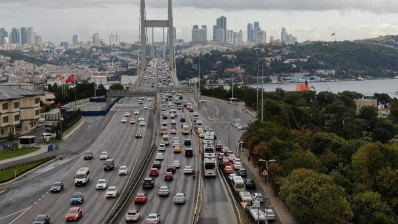 Trafiğe çıkacaklar dikkat! İstanbul'da trafik arapsaçı!