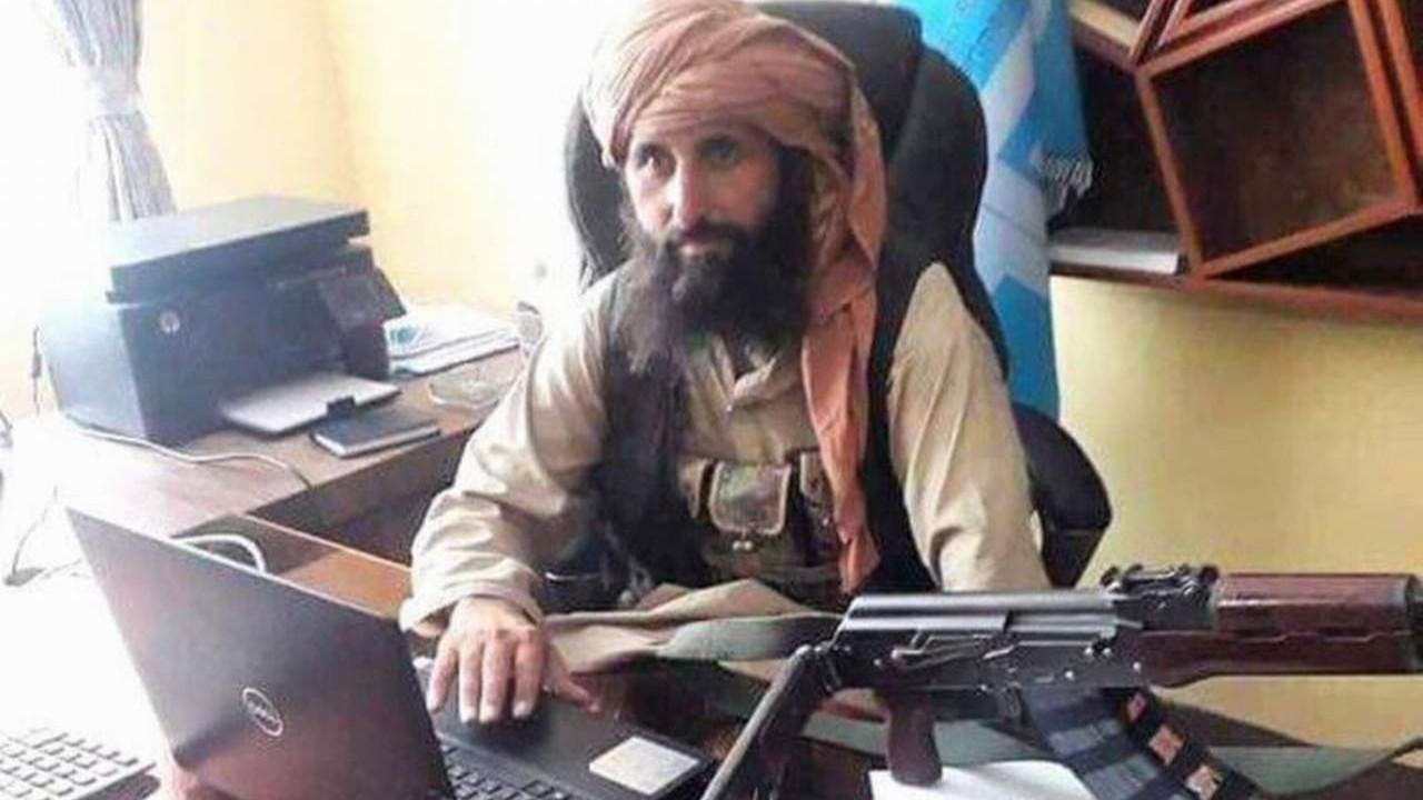 Taliban'ın Merkez Bankası Başkanı'ndan ''kaleşnikoflu'' poz