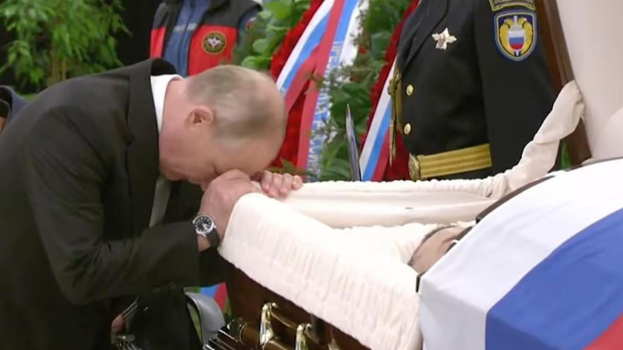 Putin'in zor anları... Tabutun başında gözyaşı döktü