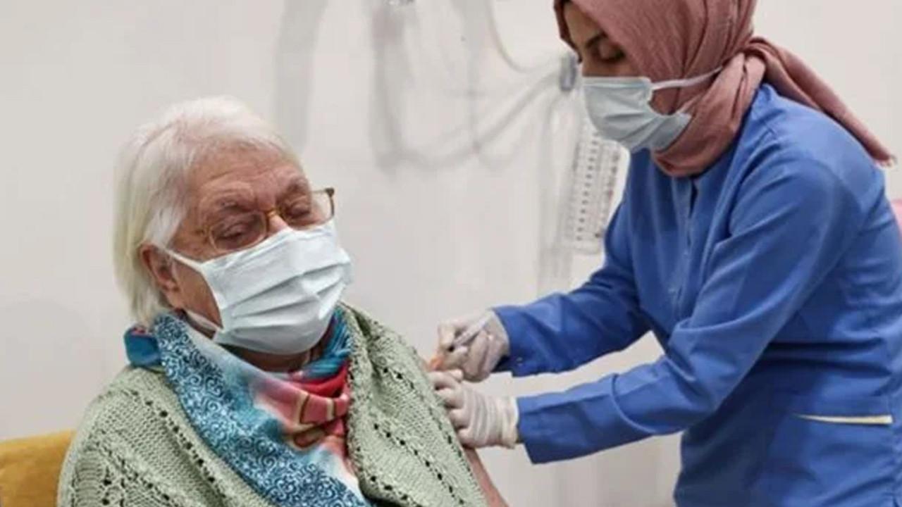 Tek doz aşısı bulunan 65 yaş üstü vatandaşlar için uyarı