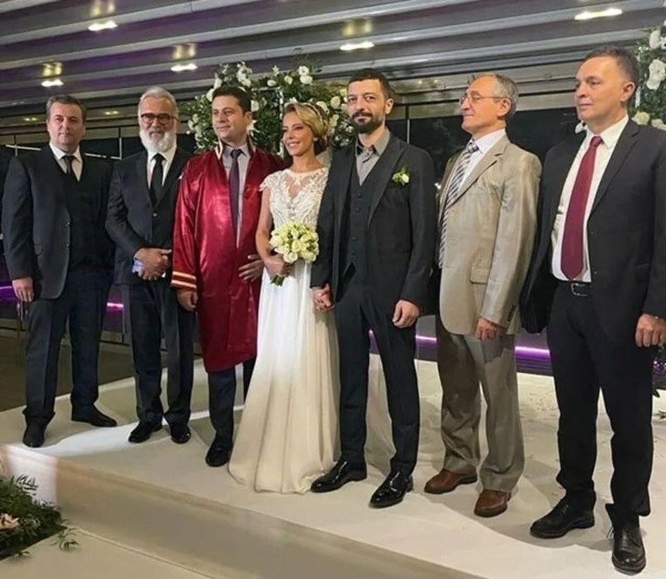 Vildan Atasever - Mehmet Erdem evliliği için o iddia özür diletti - Resim: 3
