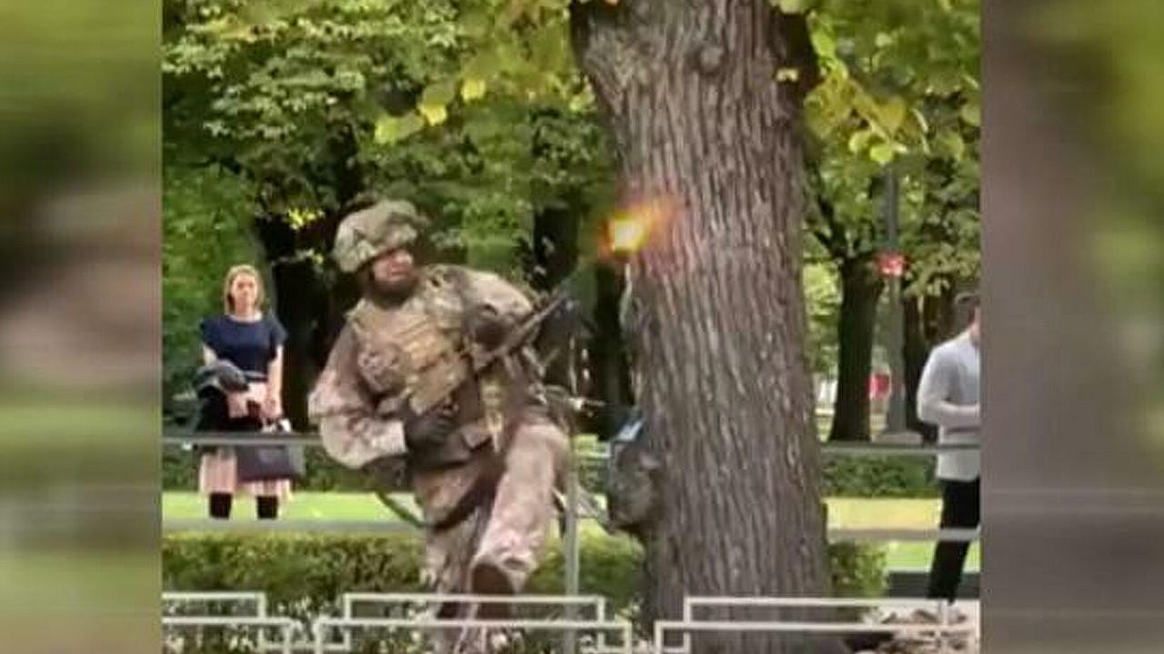 Sokak ortasında askeri tatbikat tepki çekti