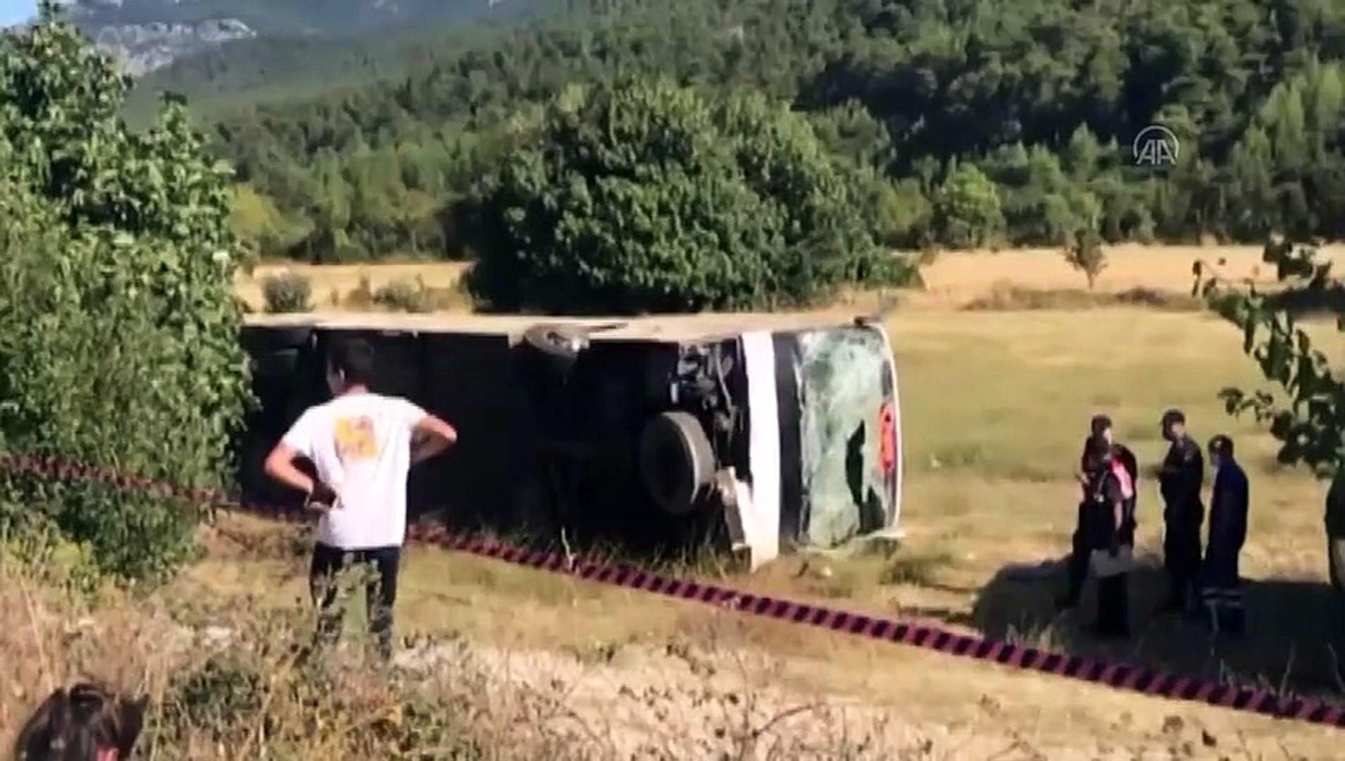 Turist otobüsü ile öğrenci servisi çarpıştı: Ölü ve yaralılar var!