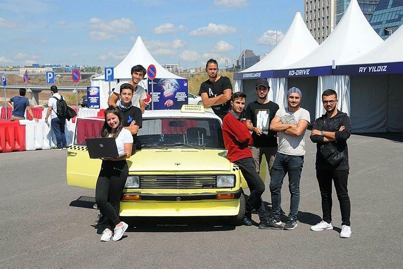 1989 model Serçe'yi, ''sürücüsüz'' taksiye çevirdiler