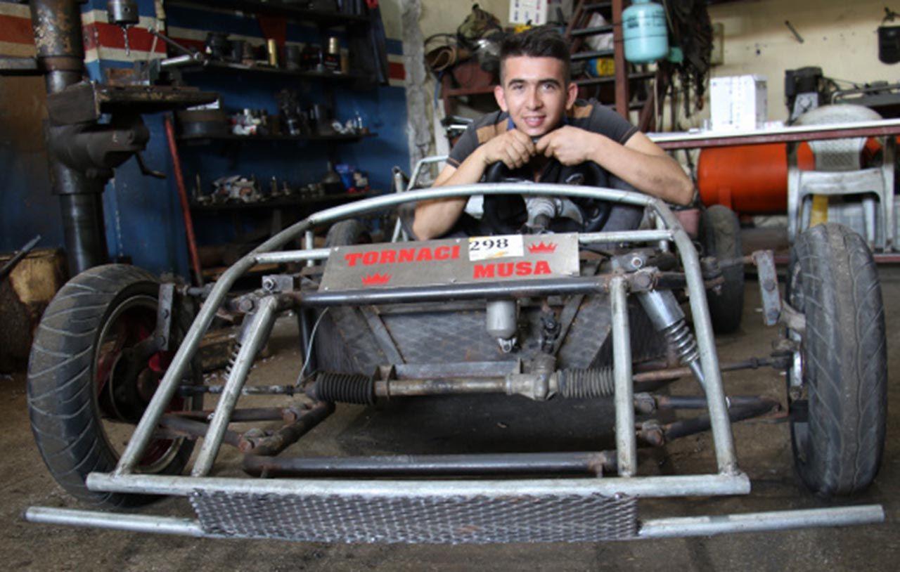 Genç usta hayalini gerçekleştirip kendi arabasını yaptı - Resim: 1