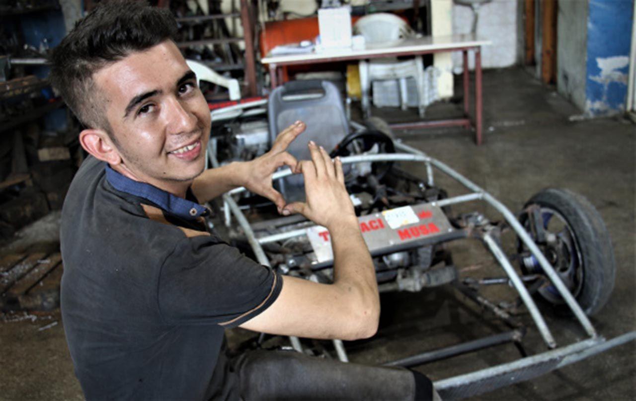 Genç usta hayalini gerçekleştirip kendi arabasını yaptı - Resim: 2
