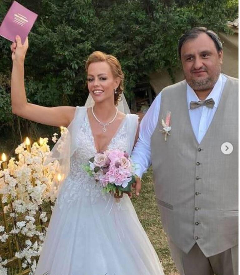 Ablasının düğününe katılmayan Demet Özdemir isyan etti - Resim: 1