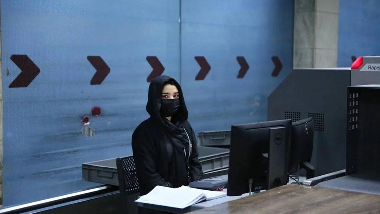 Kabil'de kadın çalışanlar iş başı yaptı