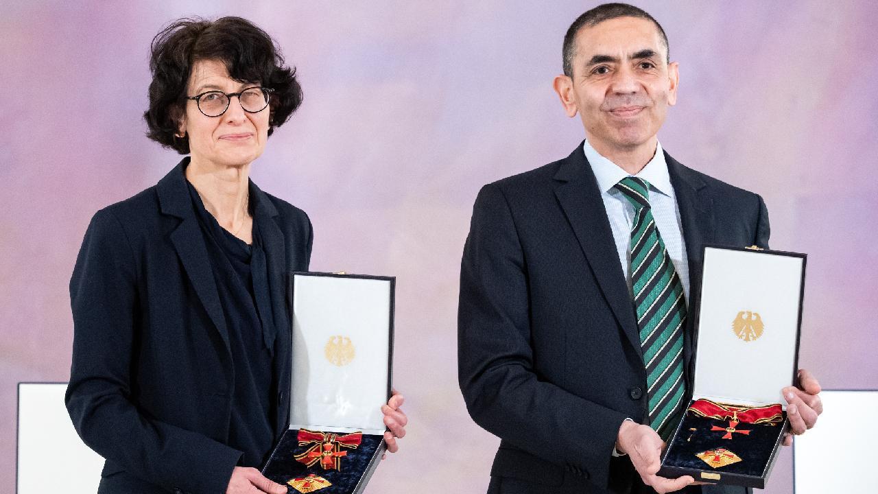 Prof. Dr. Uğur Şahin ile Prof. Dr. Özlem Türeci'den korkutan açıklama