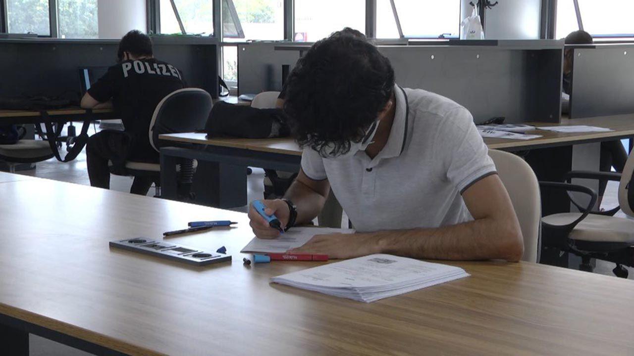 İnşaatında çalıştığı kütüphaneye tıp öğrencisi olarak geri döndü - Resim: 3