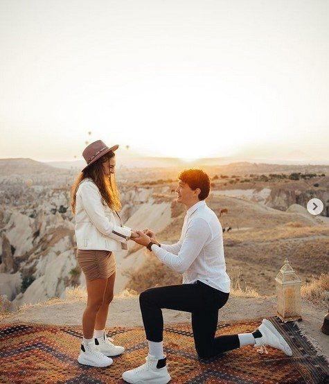 Cedi Osman'ın evlilik teklifine ''evet'' diyen Ebru Şahin o anları paylaştı - Resim: 1