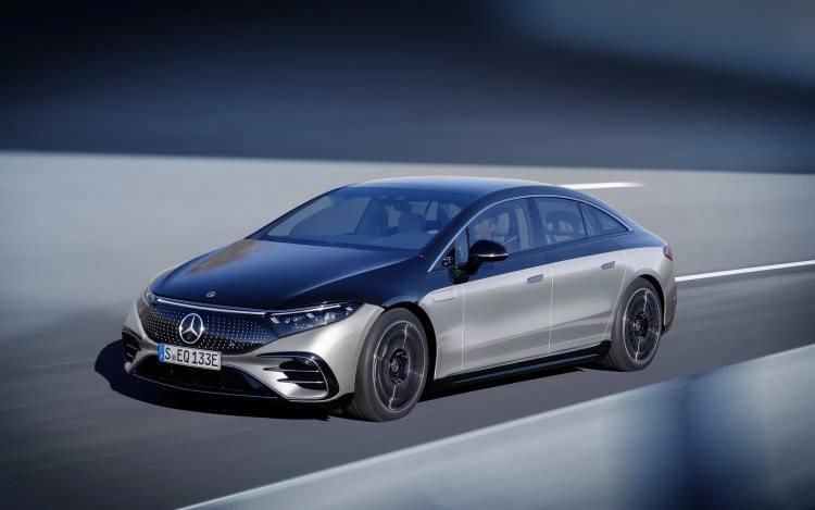 Mercedes'in elektrikli süper otomobili Mercedes EQS Türkiye'de