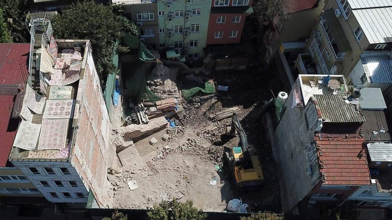 İstanbul'da skandal görüntüler! Tarihi alana iş makineli müdahale