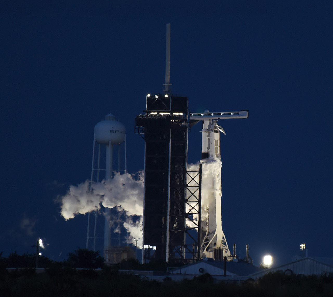 Space X'in tarihi uzay yolculuğu başladı - Resim: 2