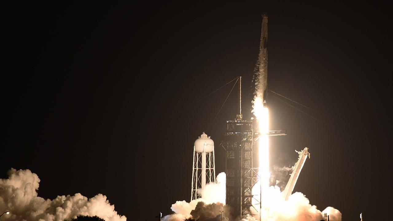 Space X'in tarihi uzay yolculuğu başladı