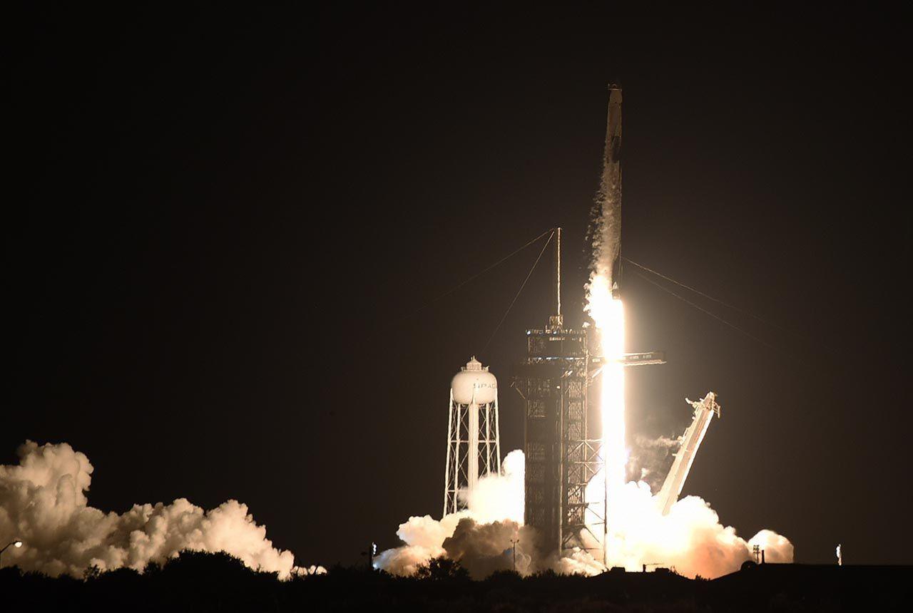 Space X'in tarihi uzay yolculuğu başladı - Resim: 1