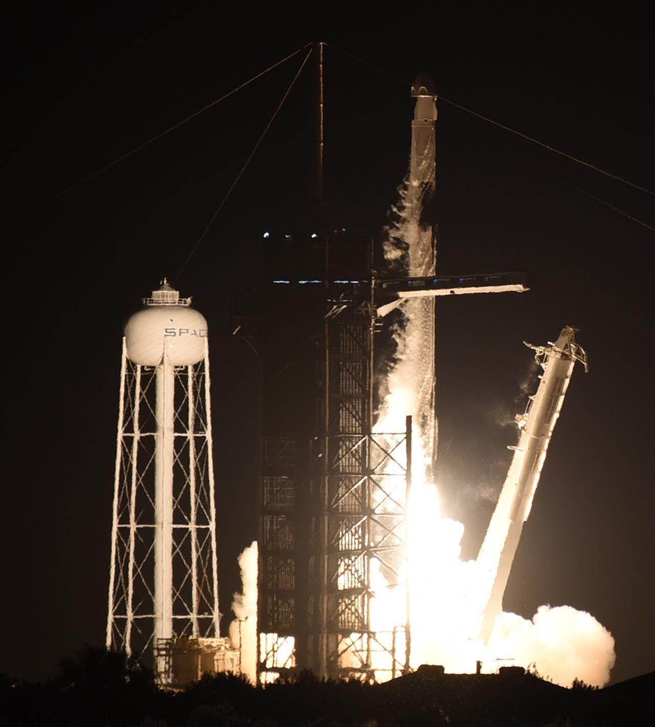 Space X'in tarihi uzay yolculuğu başladı - Resim: 4