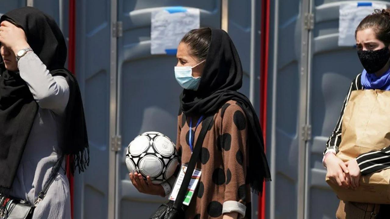 Afganistan'ın kadın genç futbol takımı Pakistan'da