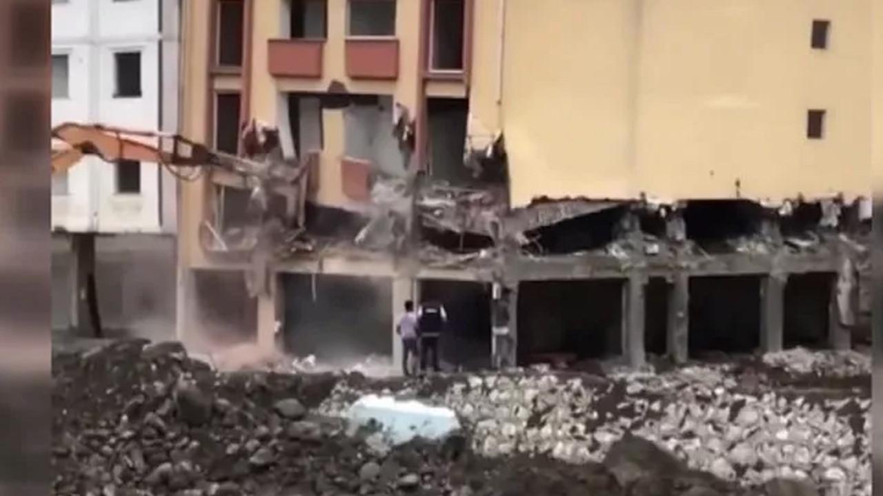 Kastamonu'da hasarlı binanın çökme anı kamerada