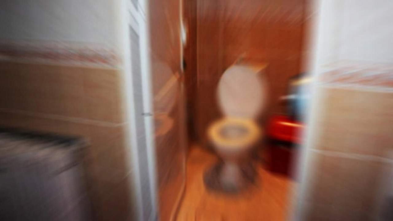 Tuvalette doğurdu, tuvalet kağıdıyla boğup öldürdü