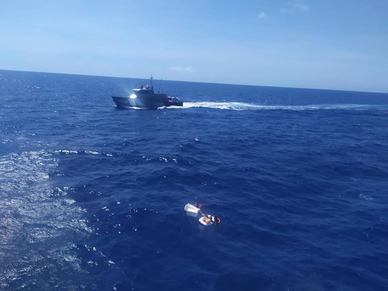 Deniz ortasında annelerinin cesedine sarılmış halde bulundular - Resim: 1