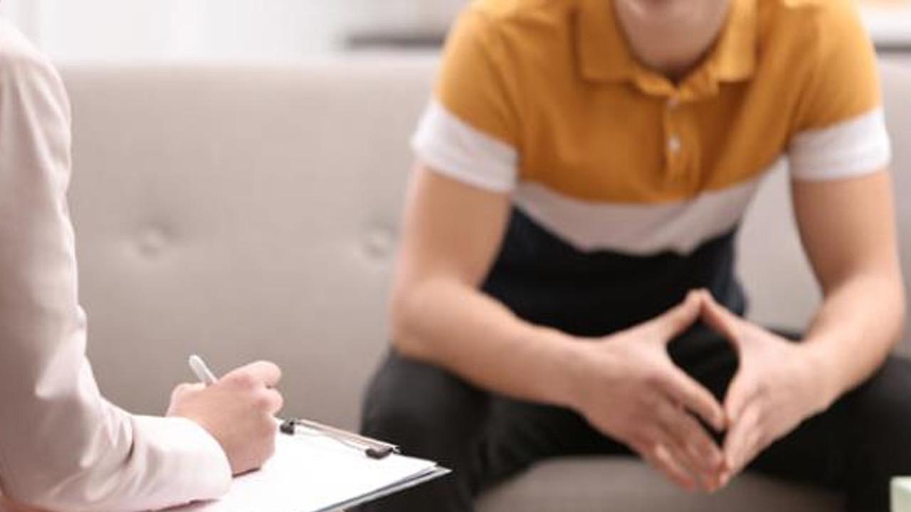 Skandal olay: Üç çocuk annesi psikolog, 17 yaşındaki gençle ilişkiye girdi