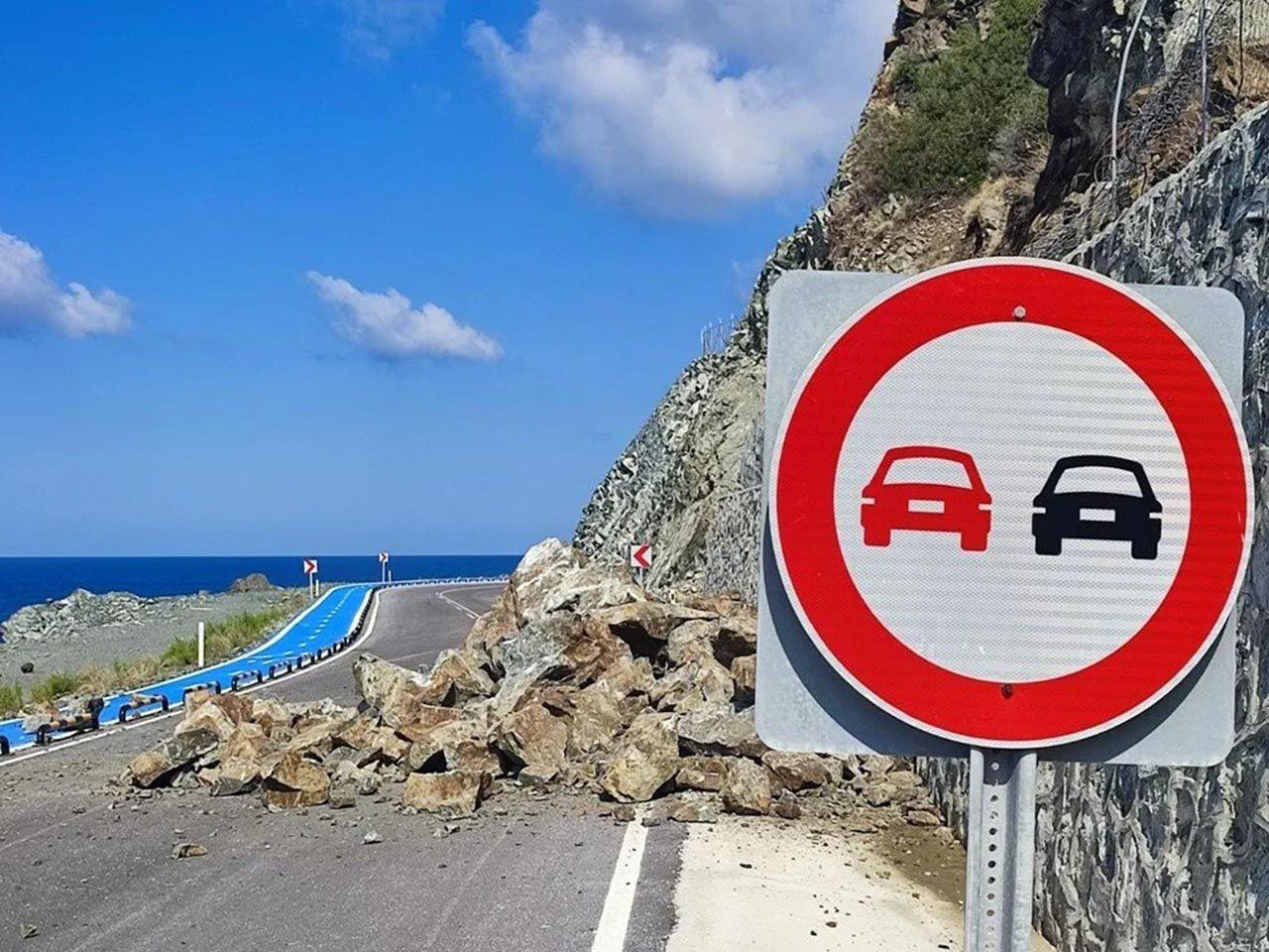 Hatay'da heyelan: Yol trafiğe kapatıldı - Resim: 1