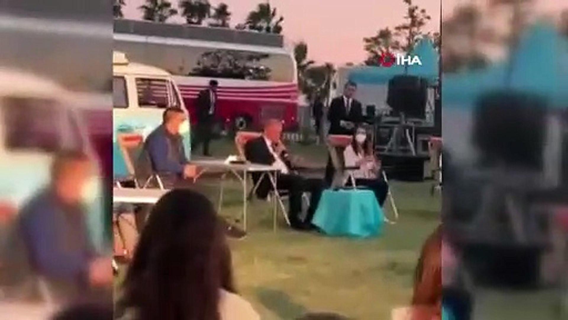 Cumhurbaşkanı Erdoğan gençlere şarkı söyledi