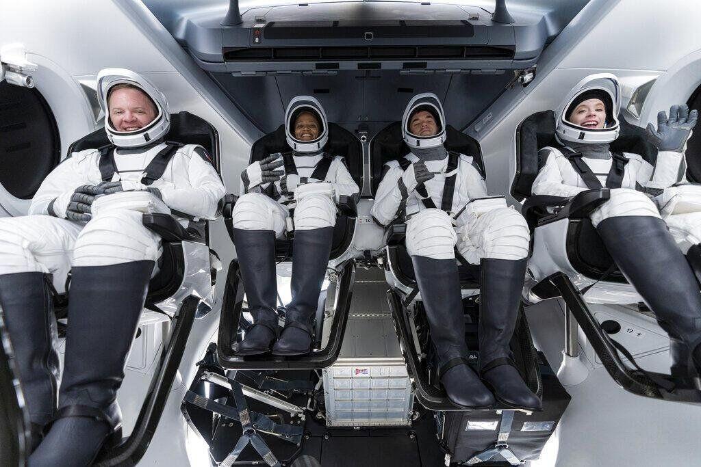 Yörüngedeki ''uzay turistlerinden'' tarihe geçen görüntüler - Resim: 4