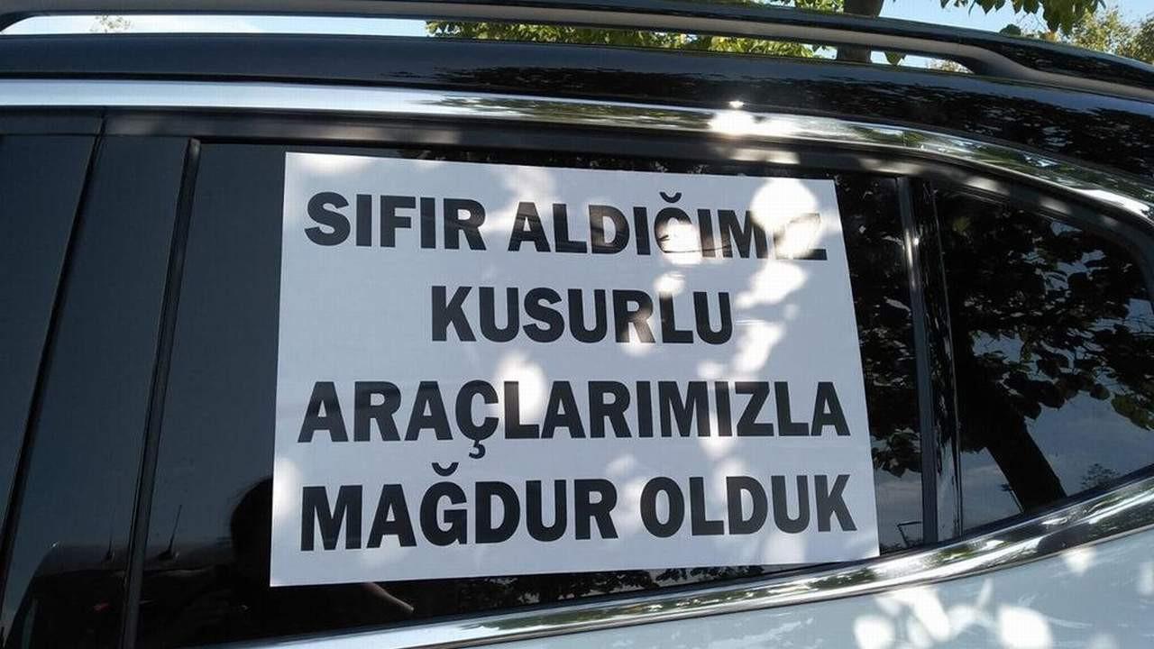 İstanbul'da ''sıfır km araç mağdurları'' araçlarıyla eylemdeydi