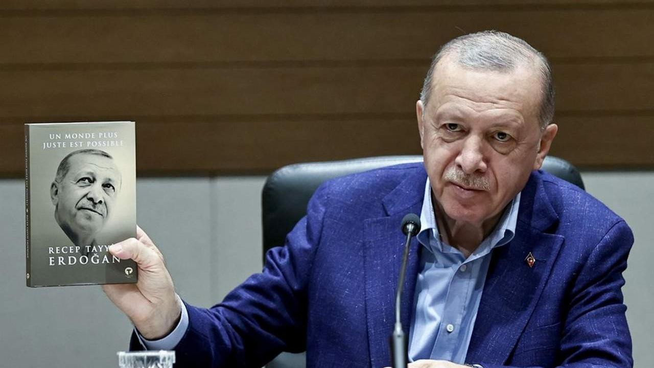 Erdoğan Fransızca kitabı böyle tanıttı: ''Görüldüğü gibi bu da İngilizcesi''
