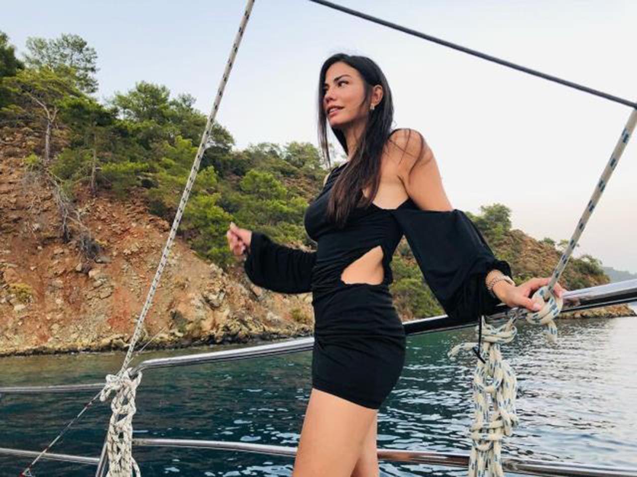 Demet Özdemir, mini elbisesiyle teknede poz verdi - Resim: 4