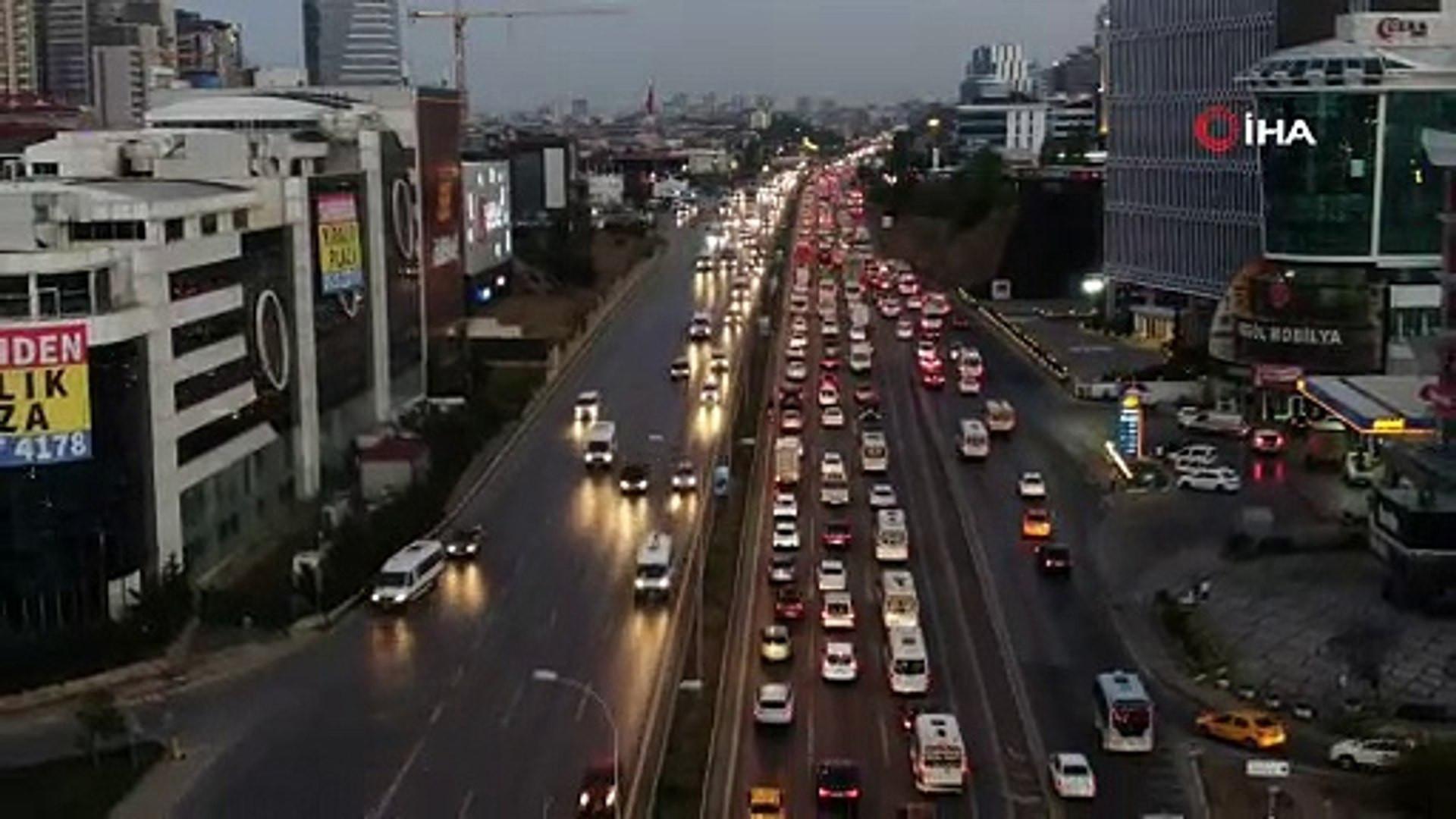 Trafikte olanlara Allah sabır versin! İstanbul'da trafik durdu