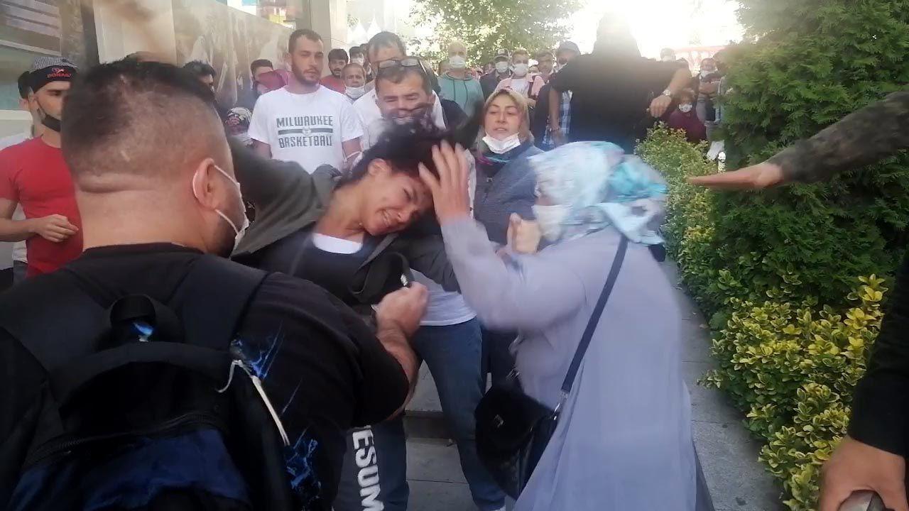 Kadınların ''yasak aşk'' kavgası! Sokağın ortasında birbirlerine girdiler - Resim: 1