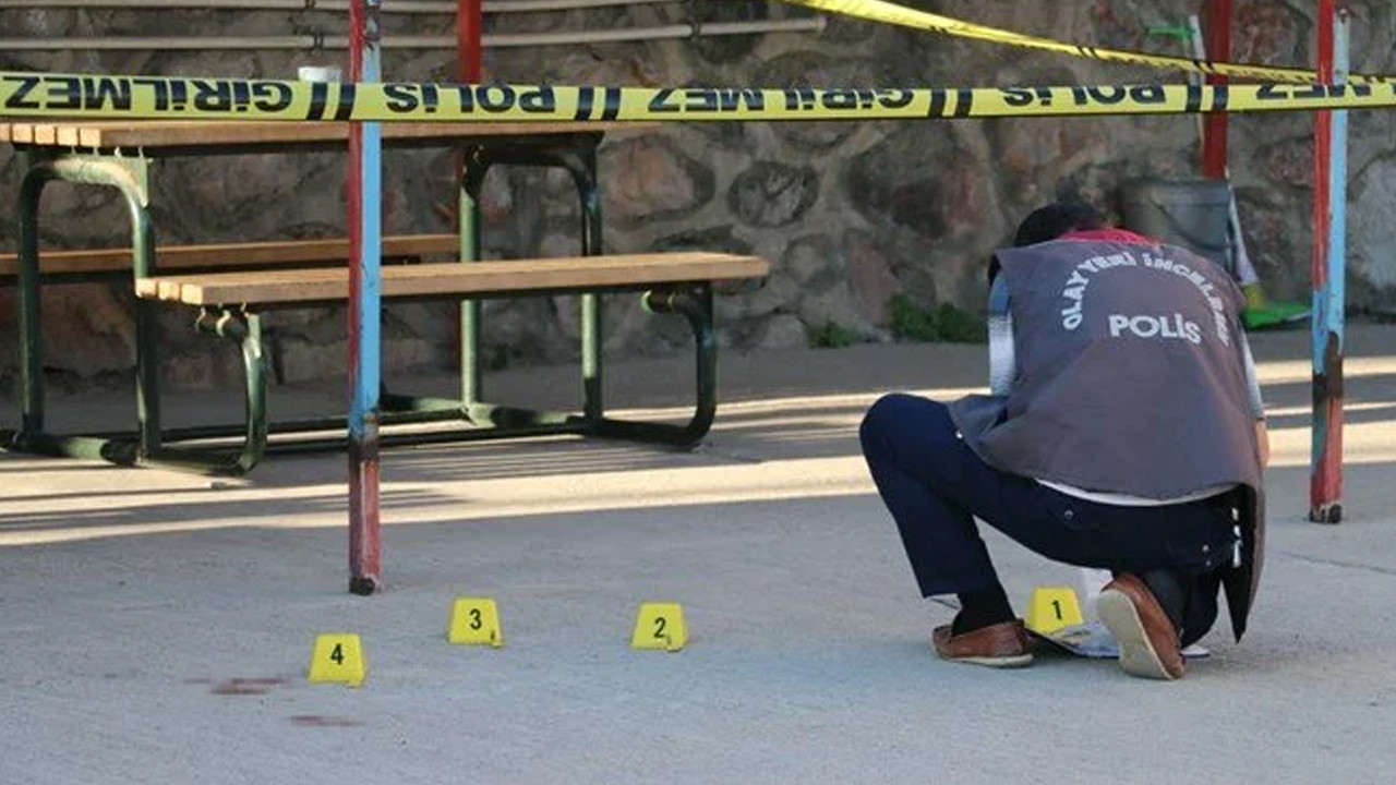 Babasının silahla yaraladığı kişiyi, 42 gün sonra oğlu bıçakladı