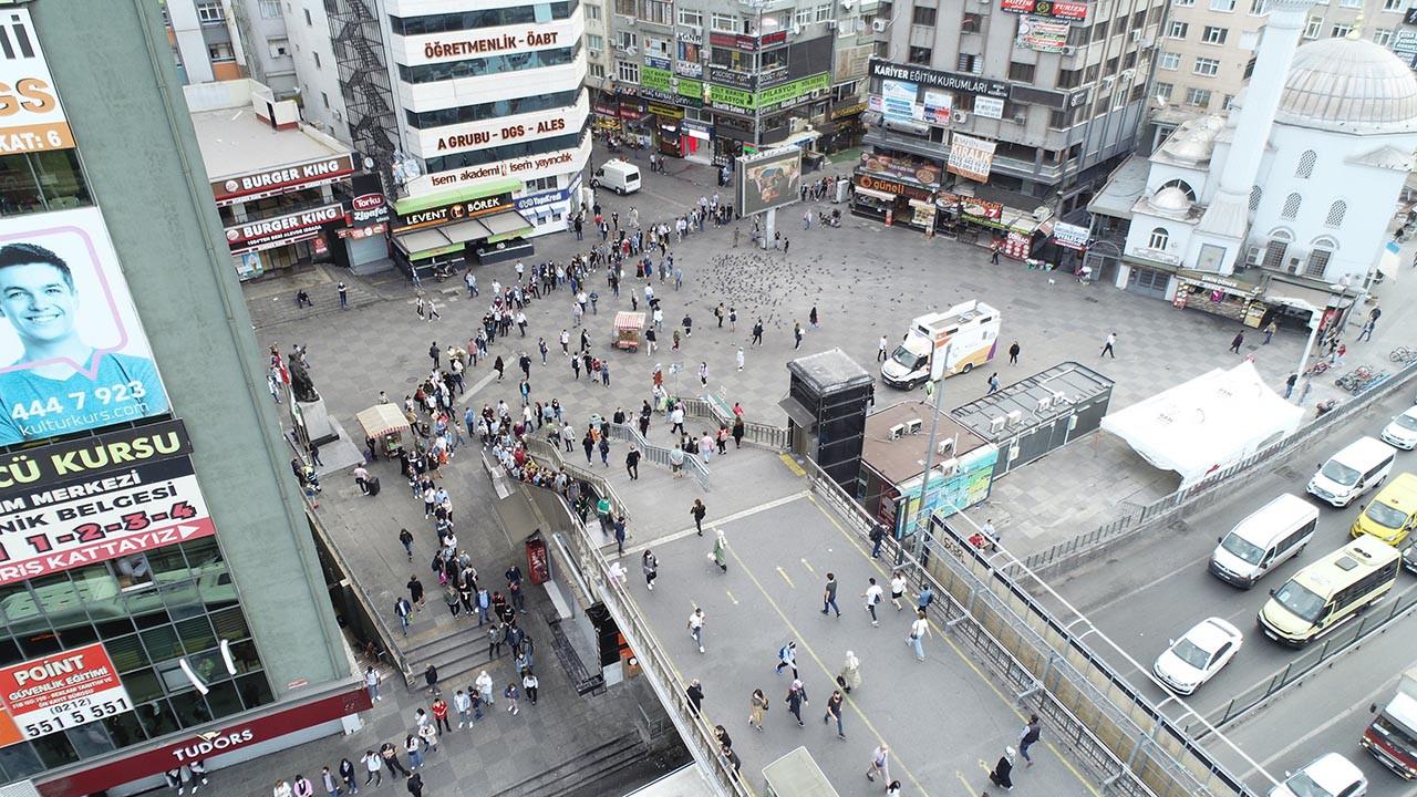 İstanbul'da metrelerce otobüs kuyruğu