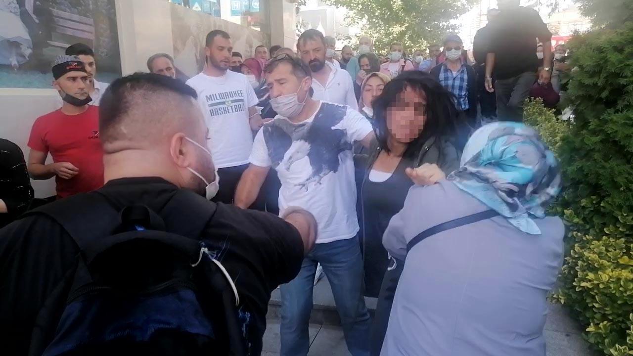 Kadınların ''yasak aşk'' kavgası! Sokağın ortasında birbirlerine girdiler