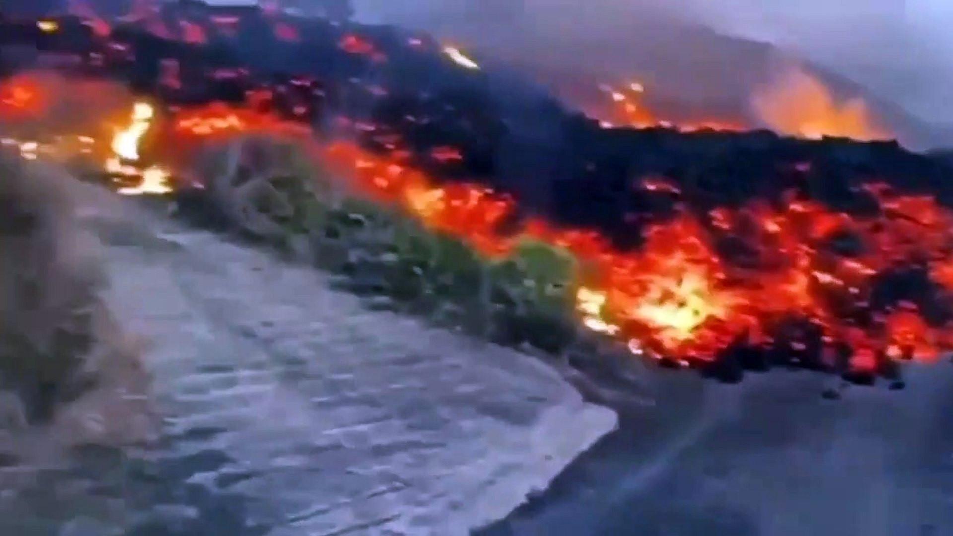 Cumbre Vieja yanardağından tüyler ürperten görüntüler