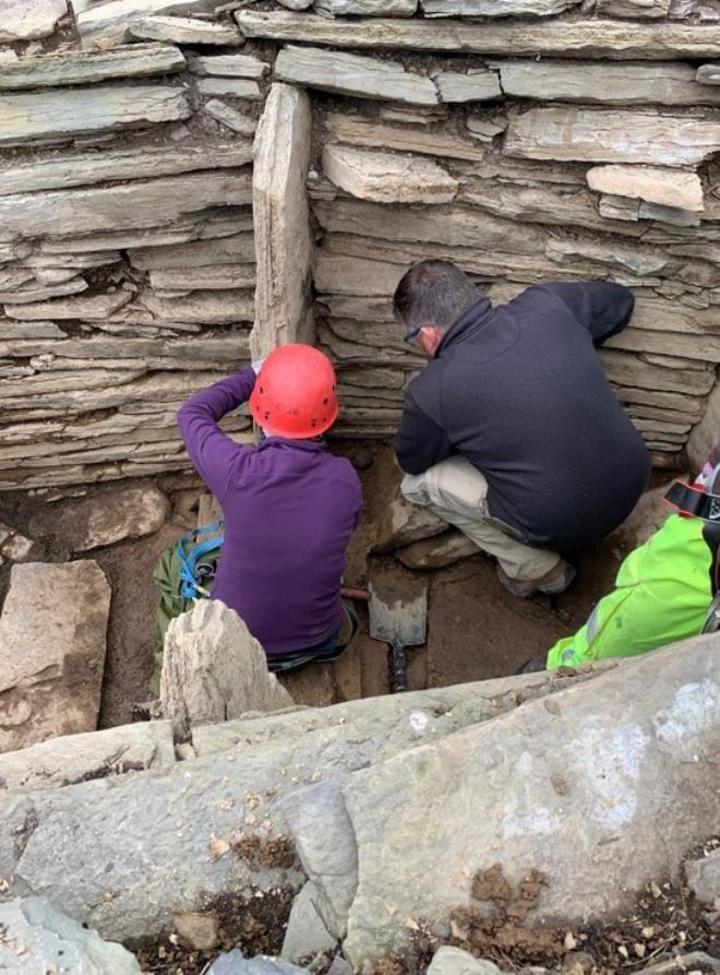 Arkeologlar bile çözemedi: Mezardan çıkan taşların gizemi - Resim: 4