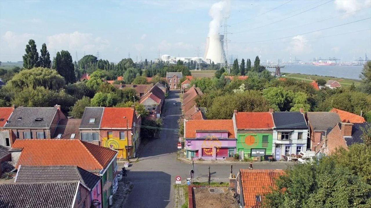 Sadece 20 kişinin yaşadığı hayalet kasaba: Doel - Resim: 1