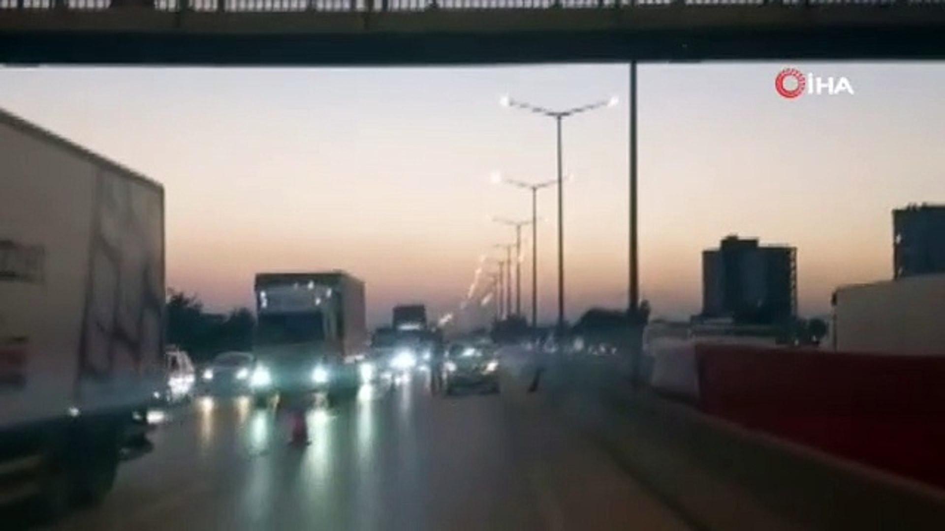 Korku dolu anlar! 17 yaşındaki genç sevgilisi terk ettiği için otoyol köprüsünden atladı