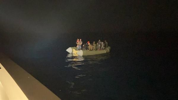 İzmir açıklarında 75 kaçak göçmen kurtarıldı - Resim: 2