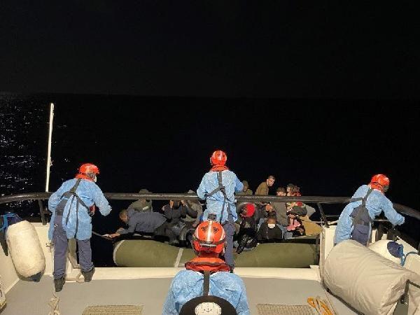 İzmir açıklarında 75 kaçak göçmen kurtarıldı
