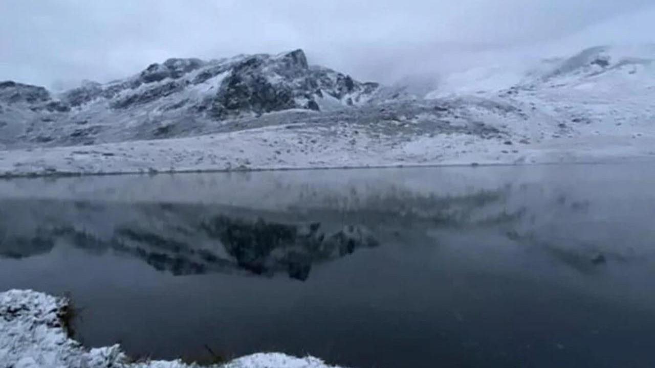 Fotoğraflar Türkiye'den! Mevsimin ilk karı düştü