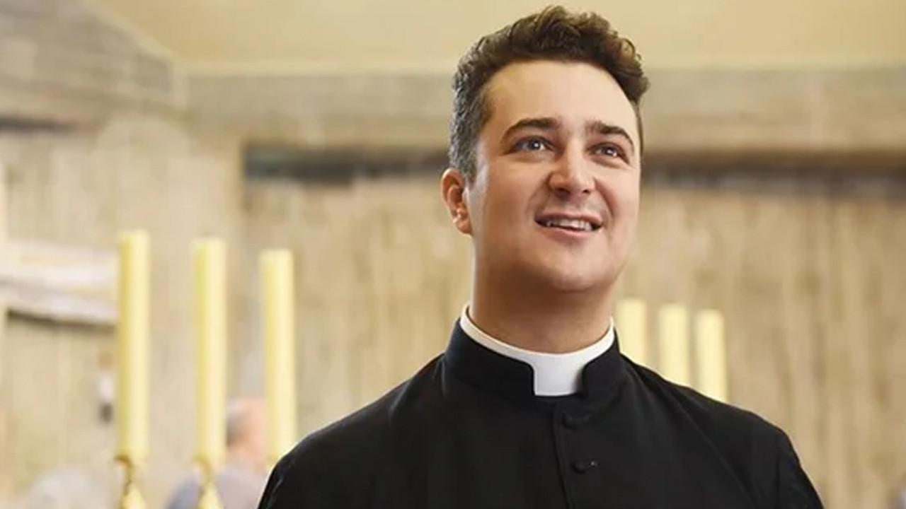 Kilisenin hesabından 117 bin dolar çalıp seks partisi düzenleyen rahip ev hapsinde