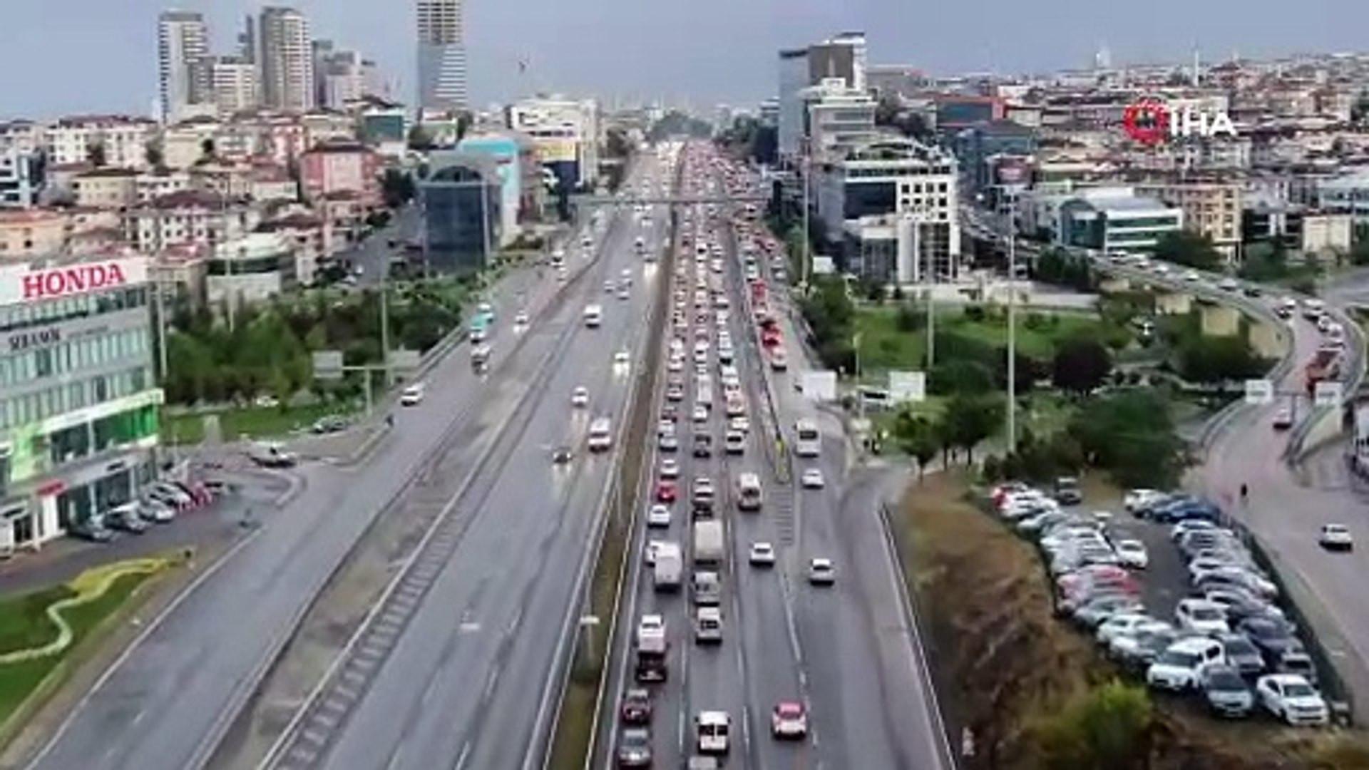 İstanbul trafiğinde yağış kabusu! Trafik durma noktasında