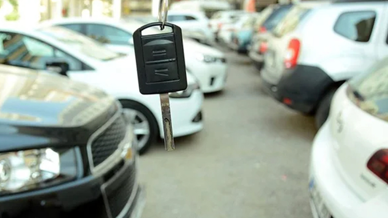 İkinci el araba alacaklar dikkat: Yıl sonunda fiyatlar düşecek mi?