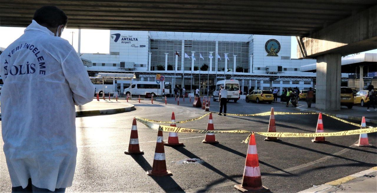 Antalya Havalimanı'nda kameralar önünde intihar! - Resim: 1