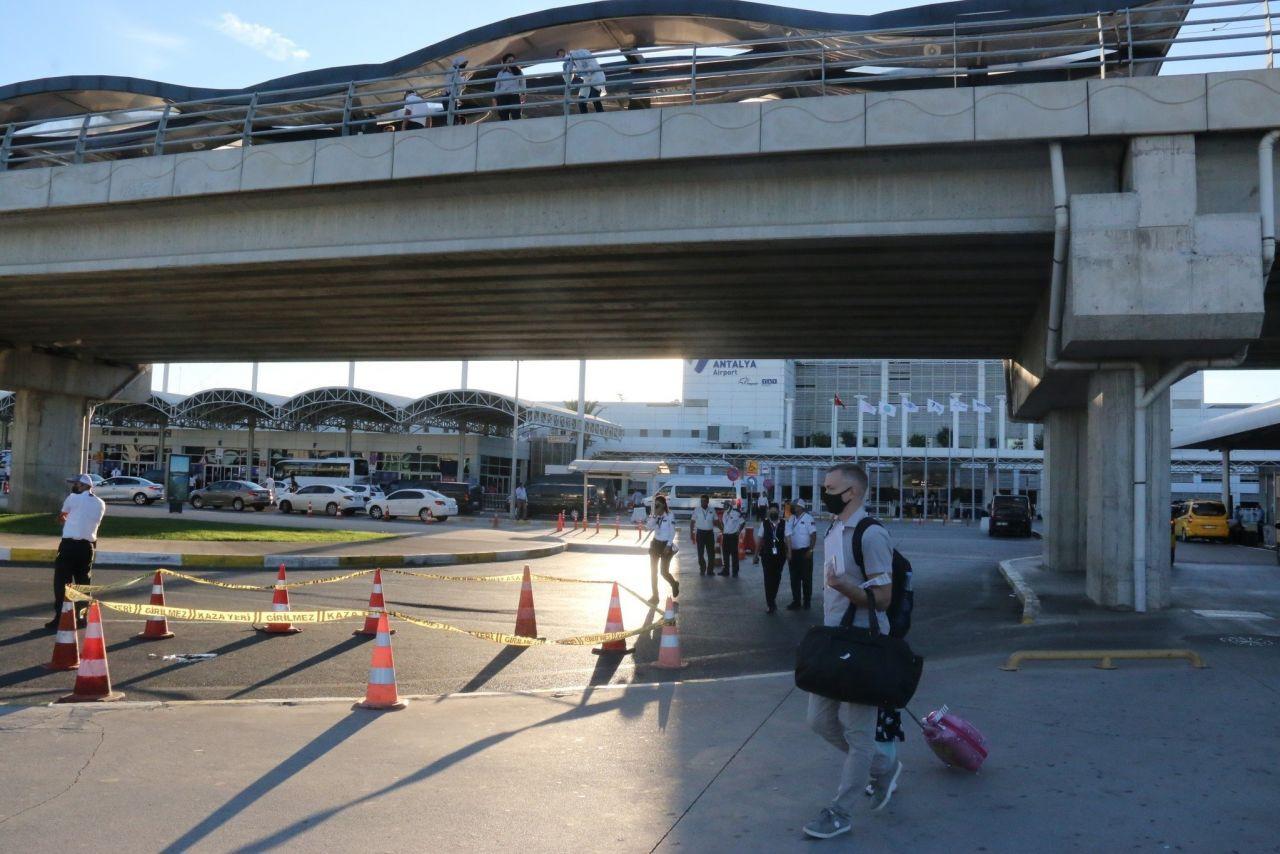 Antalya Havalimanı'nda kameralar önünde intihar! - Resim: 2