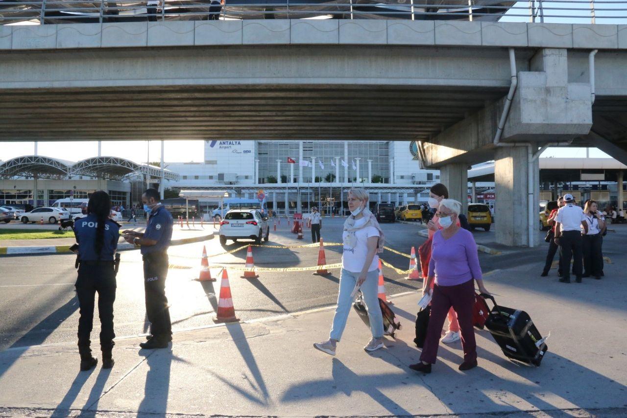 Antalya Havalimanı'nda kameralar önünde intihar! - Resim: 3